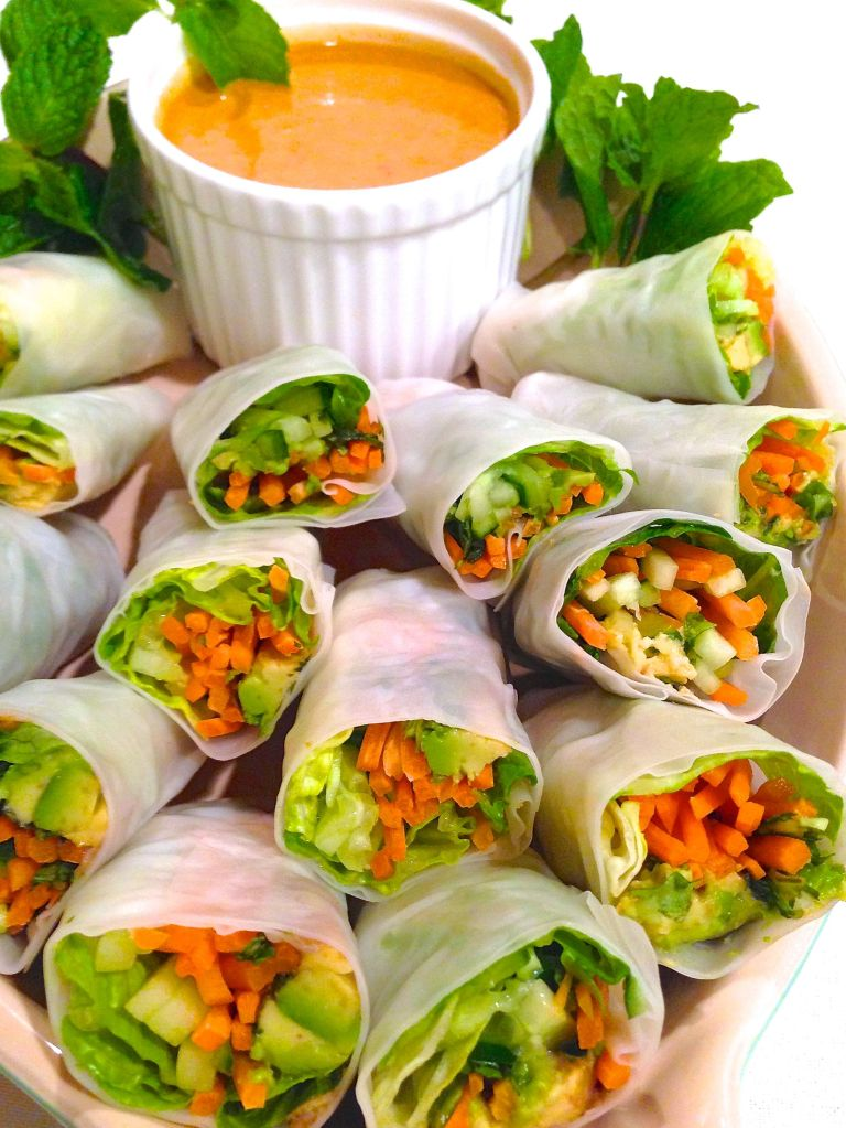 Thai Freshy Rolls with Peanut Sauce
