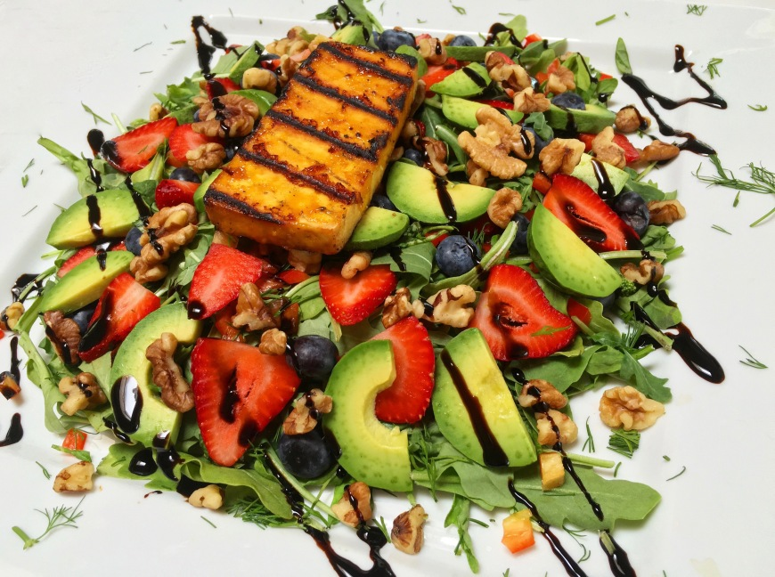 berry avocado summer salad (1)